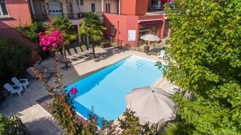 9-HPH76--HOTEL-BEST-WESTERN-BEAUSEJOUR--Vue-a--rienne-piscine---LOURDES.jpg