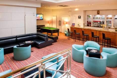 4-HPH110-Hotel-continental.Bar.jpg