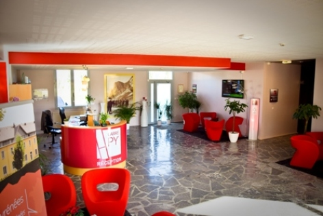 3-CARREPY-HOTEL-BAGNERES-RECEPTION-03-W.jpg
