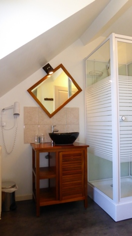 13-salle-de-bain-ch-familiale.JPG