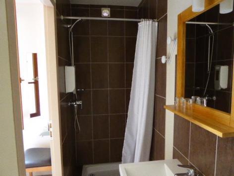 14-salle-de-bain-chambre-double-simple.JPG
