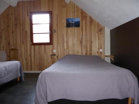 3-chambre-familliale-2-lits-1-2.JPG