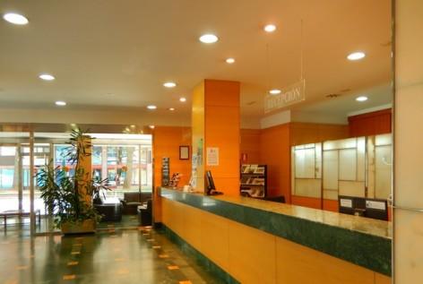 2-HPH117---Hotel-Oroel---reception.jpg