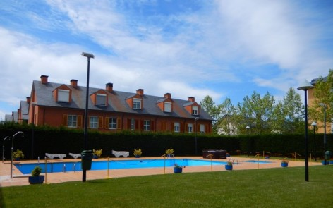 4-HPH117---Hotel-Oroel---piscine.jpg