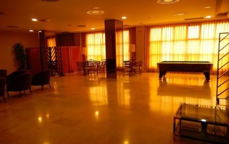 4-HPH117---Hotel-Oroel---salle-de-billard.jpg