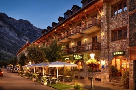 0-HPH118---HOTEL-CIRIA---2.2.3-Fachada-Noche.jpg