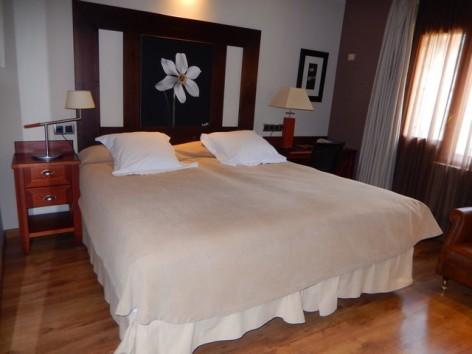 0-HPH118---Hotel-Ciria---chambre-double.jpg
