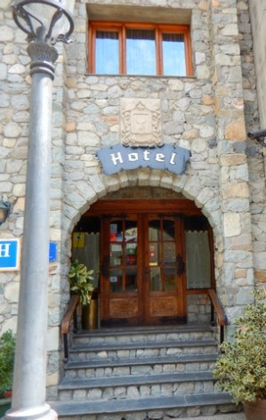 2-HPH118---Hotel-Ciria---entree.jpg