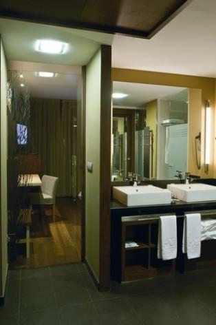 13-HPH120---Hotel-Aneto---sdb-chambre-double.jpg