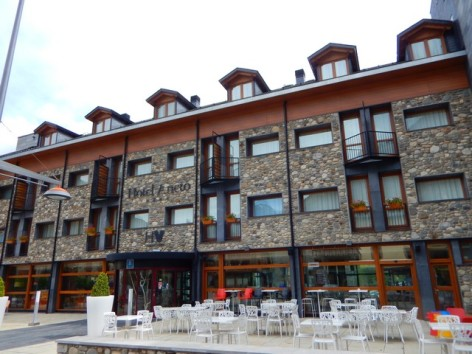 14-HPH120---Hotel-Aneto---facade.jpg
