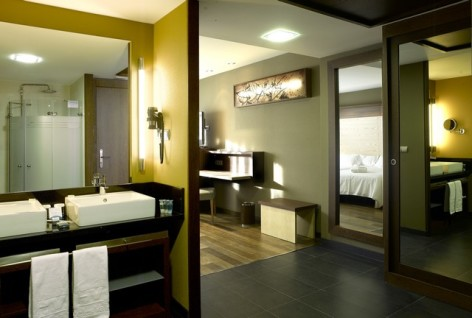 2-HPH120---Hotel-Aneto---chambre-familiale-sdb.jpg
