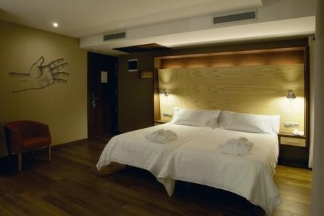 4-HPH120---Hotel-Aneto---chambre-2.jpg