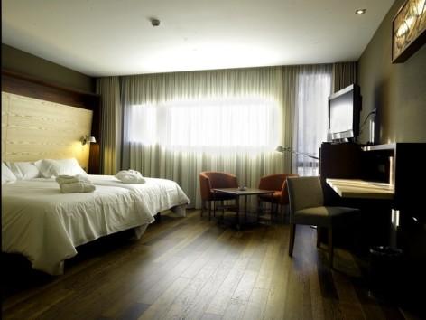 7-HPH120---Hotel-Aneto---chambre-familiale--2--2.jpg