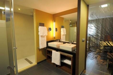 8-HPH120---Hotel-Aneto---sdb.jpg