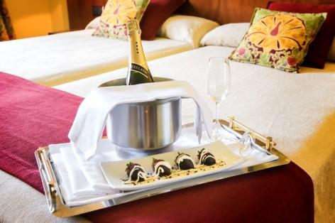 1-HPH122---Hotel-Barcelo-Monasterio-de-Boltana-chambre-champagne.jpg