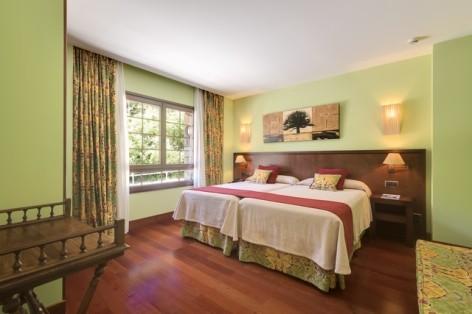 2-HPH122---Hotel-Barcelo-Monasterio-de-Boltana-chambre.jpg