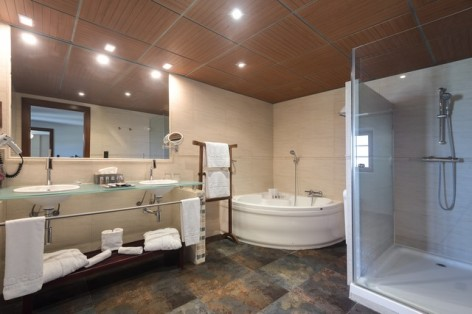 3-HPH122---Hotel-Barcelo-Monasterio-de-Boltana-sdb--2-.jpg