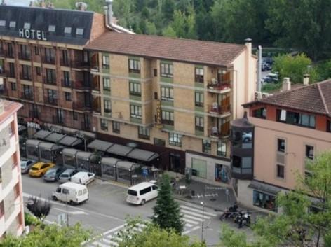 1-HPH121---Hotel-y-hostal-2-Rios---facade.jpg