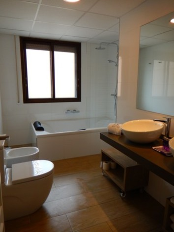 2-HPH121---Hotel-y-hostal-2-Rios---sdb.jpg