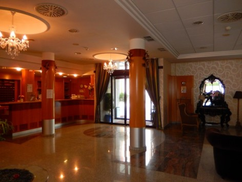 2-HPH125---Hotel---spa-Real-Jaca-hall-d-entree.jpg