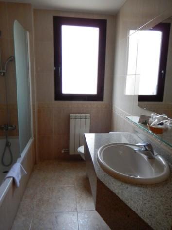 3-HPH125---Hotel---spa-Real-Jaca-salle-de-bain.jpg