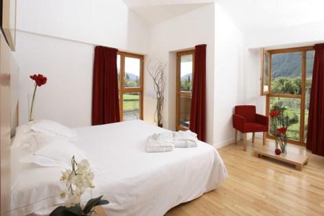 2-HPH123-Hotel-Tierra-de-Biescas-chambre-Junior-640x480.jpg