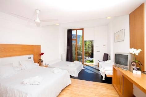 3-HPH123-Hotel-Tierra-de-Biescas-chambre-familiale-640x480.jpg