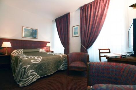 5-HPH153---HOTEL-D-ETIGNY---LUCHON---CH-STANDARD-bis.jpg