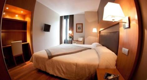 1-HPH156---HOTEL-ALTI---LUCHON---Chambre-Double-Sup.jpg