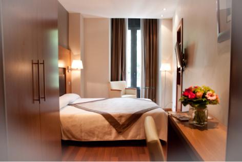 2-HPH156---HOTEL-ALTI---LUCHON---Chambre-Standard-Bis.PNG