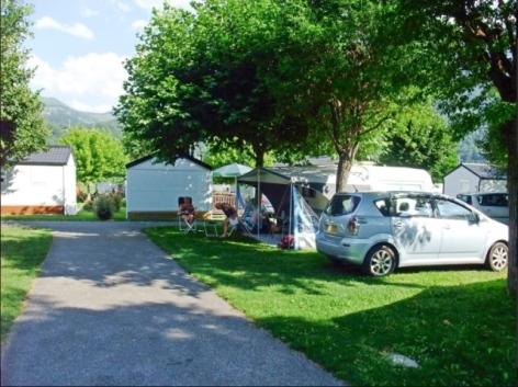 3-Camping-artiguette-st-jacques-vignec-jardin.jpg