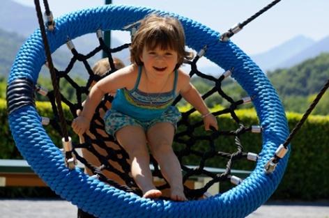 5-enfant-campinglachataigneraie-arcizansavant-HautesPyrenees.jpg.jpg