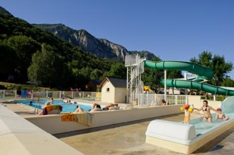 8-piscine-campinglachataigneraie-arcizansavant-HautesPyrenees.jpg.jpg