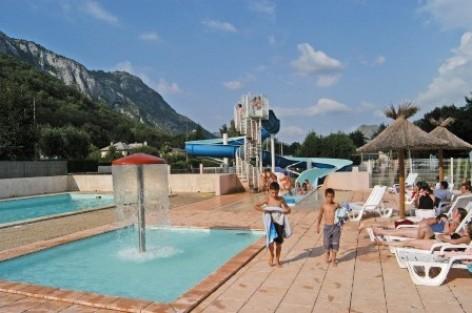 2-piscine-campinglatour-agosvidalos-HautesPyrenees.jpg
