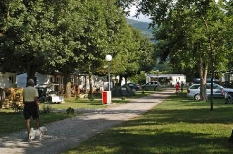 3-allee-campinglatour-agosvidalos-HautesPyrenees.jpg