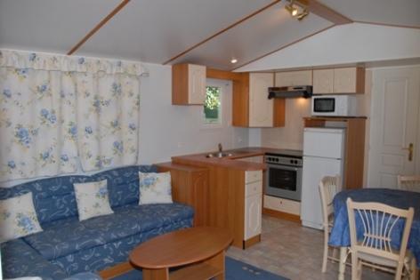 6-interieurmobilhome-campinglatour-agosvidalos-HautesPyrenees.jpg