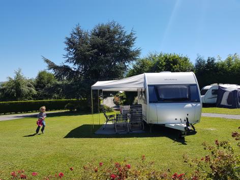 1-emplacement1-campingdulac-arcizansavant-HautesPyrenees.jpg