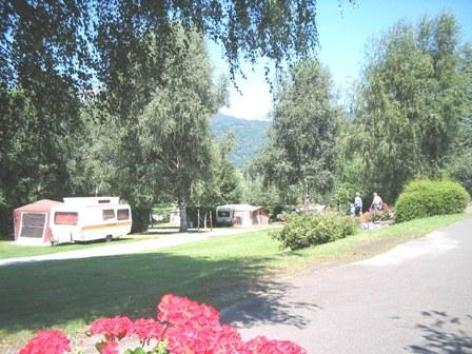 10-terrain1-campinglelac-arcizansavant-HautesPyrenees.jpg