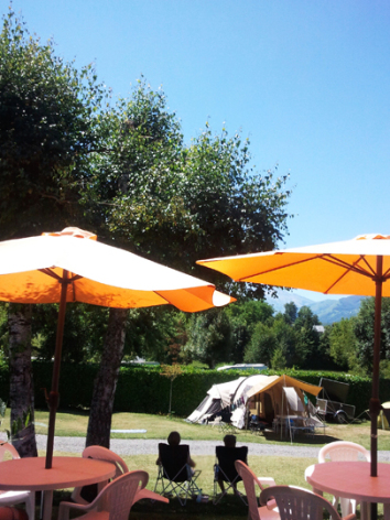 10-terrasse3-campingdulac-arcizansavant-HautesPyrenees.jpg