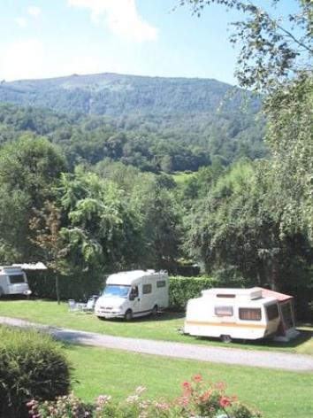 11-terrain-campinglelac5-arcizansavant-HautesPyrenees.jpg