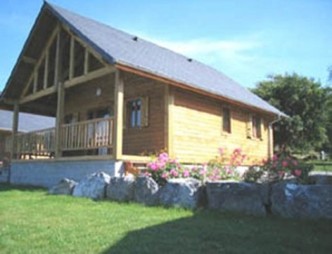 4-chalet3-campinglelac-arcizansavant-HautesPyrenees.jpg