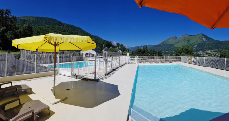 8-piscine-campingdulac-arcizansavant-HautesPyrenees.jpg