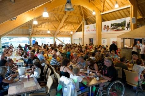 11-repas-campinglelavedan-laubalagnas-HautesPyrenees.jpg