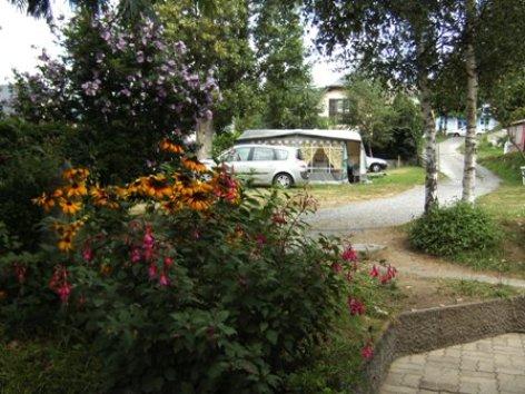 2-allee1-campinglahautacam-prechac-HautesPyrenees.jpg