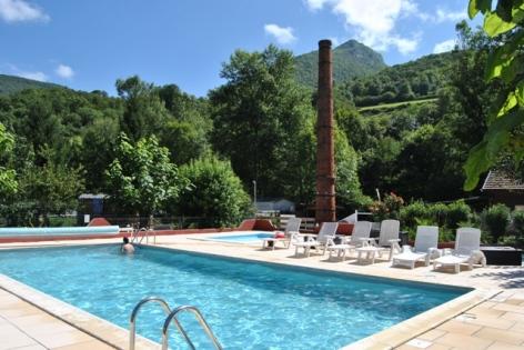 0-piscine-camping-La-Bourie.JPG
