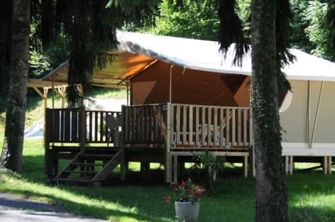 1-Lodge-Esparros.JPG