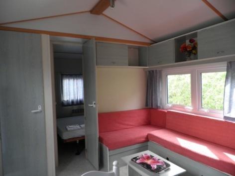 6-interieur2mobilhome-campinglelarbey-pierrefittenestalas-HautesPyrenees.jpg