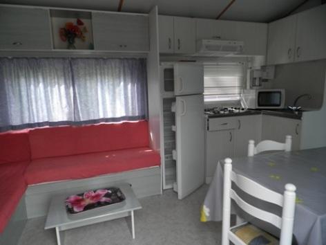 7-interieur4mobilhome-campinglelarbey-pierrefittenestalas-HautesPyrenees.jpg