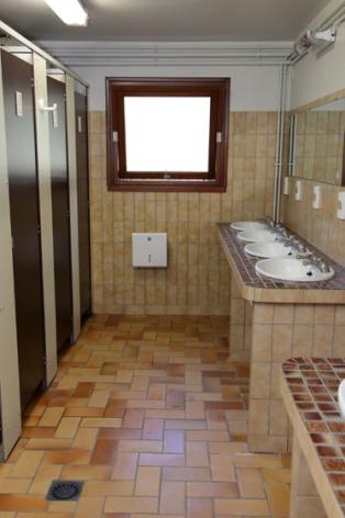 8-sanitaires-lebergons-esterre-HautesPyrenees.jpg