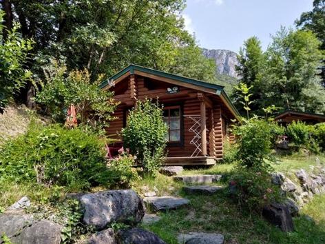 2-HPMH05---Camping-le-Soleil-du-Pibeste---Chalet-2-2.jpg